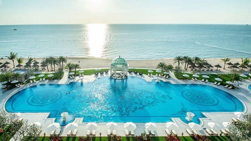 Bể bơi ngoài trời tuyệt đẹp ở Vinpearl Phú Quốc